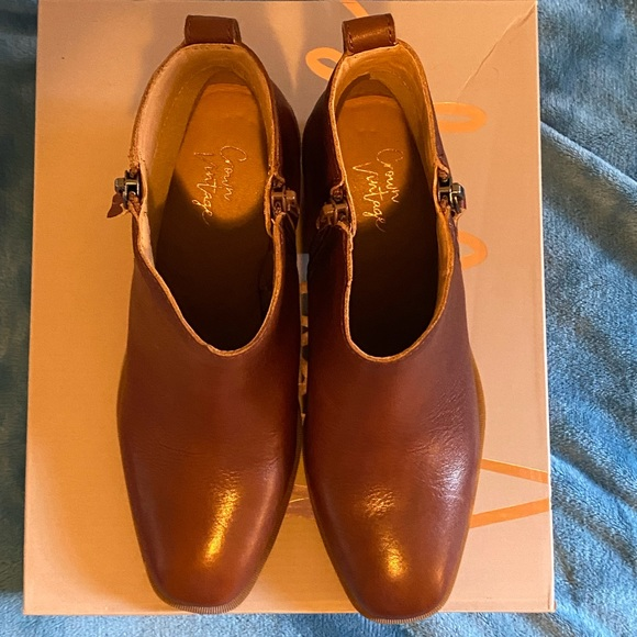Size a8 Crown Vintage Brown Boots